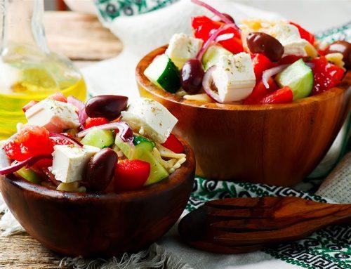 Χωριάτικη σαλάτα με ζυμαρικά