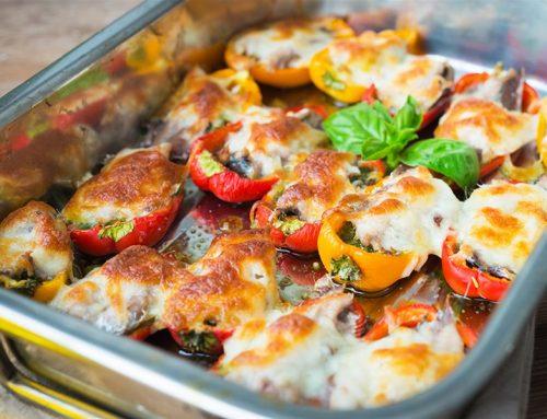 Πιπεριές γεμιστές με σαρδέλες, ελιές και μπεσαμέλ