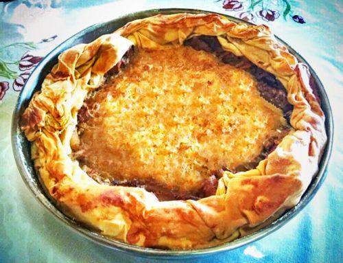 Ηπειρωτική πίτα με κοτόπουλο, ρύζι και χωριάτικο φύλλο ζυμωμένο με ελαιόλαδο Χρυσελιά