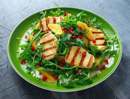 Πράσινη σαλάτα με χαλούμι, πορτοκάλι και Dressing Ροδιού με ελαιόλαδο Χρυσελιά