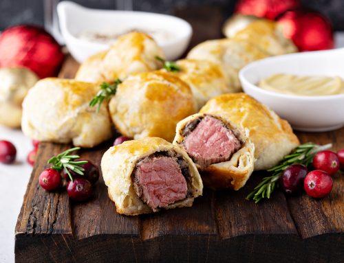 Μπουκιές φιλέτου μοσχαριού με μανιτάρια, μυρωδικά και φύλλο σφολιάτας (Μπουκιές Beef Wellington)