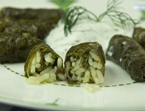 Ντολμαδάκια γιαλαντζί με ντιπ γιαουρτιού